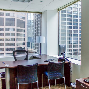 Office space in 10 South Riverside Plaza